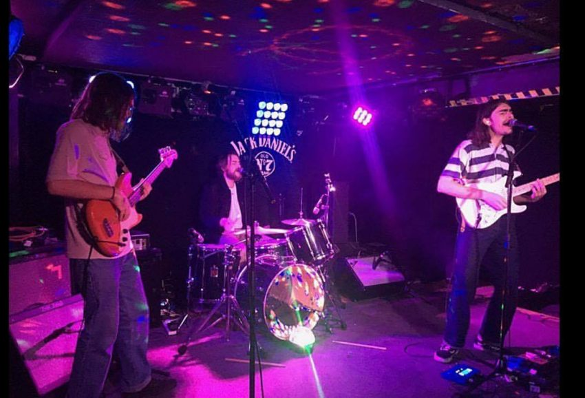 Barbudo Performing